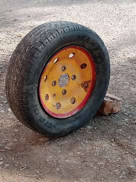 Wheel and tyre for pickup