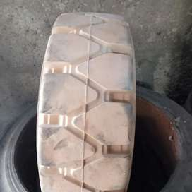 18.7.8 brand new tyres Available for sale delivery all Pakistan