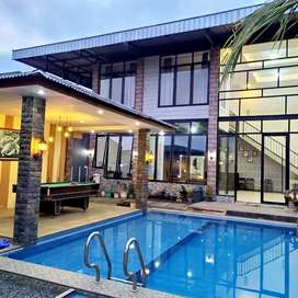 Villa ISTIMEWA Kolam Renang Pribadi 6 Kamar BESAR di Batu Malang