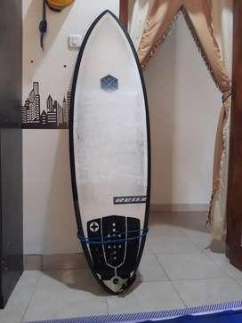 Papan surfing pantai