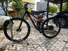 Sepeda mtb trek top fuel 8