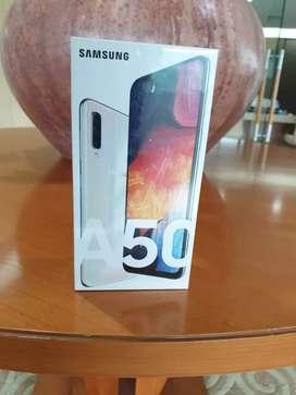 Samsung A50 Ram 4/64GB Jual cepat Hanya 1 unit warna white