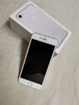 iPhone 7 128gb full mint and scratch less  original with box charger