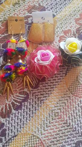 Earring nd hair clip..