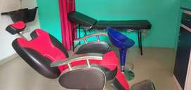 Gents beauty parlour for rent and wanted lady beautician.