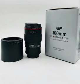 Canon EF 100mm f/2.8L Macro IS USM with Lens Case and Lens Hood