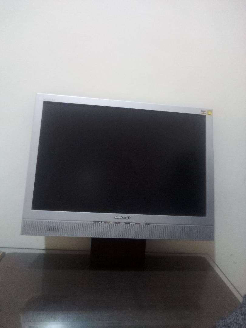 """A 19"""" LCD 0"""