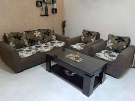 5 seater nilkamal sofa set + center table