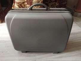 Aristocrat suitcase large