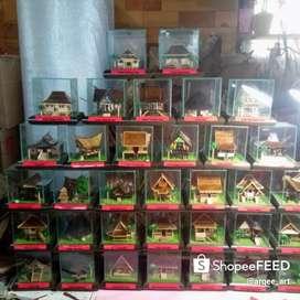 Miniatur Rumah Adat Indonesia