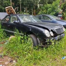 Benz e 220 parts available