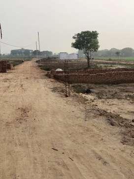 Softa mod Mathura highway se 2 mint k duri p plot hi plot.