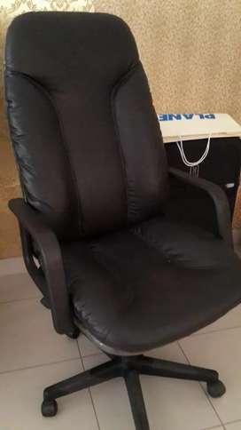 Kursi meja kantor boss