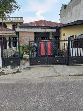 Dijual cepat Rumah pinggir jalan.