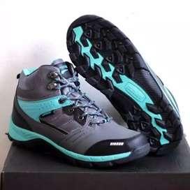 Sepatu Gunung Air Protec