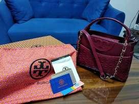 Tas wanita warna merah maroon