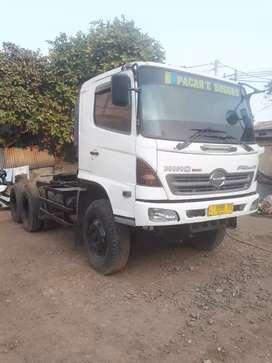 Hino lohan FM320P tractor head kepala trailer