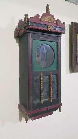 Bok jam dinding kuno kondisi utuh