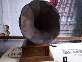 Clasic gramaphone antik cantik