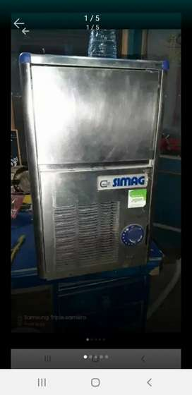 Ice machine( SIMAG itlay ) (18 kg per day)