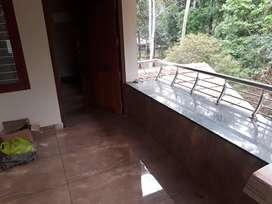 1 bhk house upstair portion near star care hospital. Thondayad