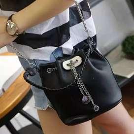 Tas slempang warna hitam