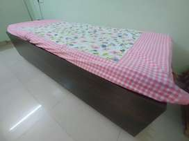 Diwan / Single Bed (with Mattress and Hydraulic Storage)