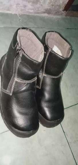 Dijual sepatu safety merk King's