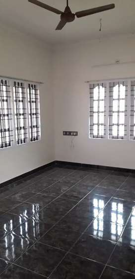 2 bhk spacious house upstair for rent at edappally