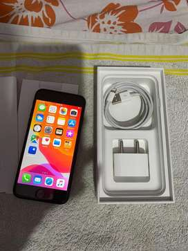 Iphone 7 mint condition 128gb look like new with bill box 1 year old