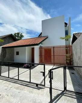 Dijual Rumah Kontemporer Bonus Furniture di Tirtoadi