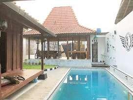 Rumah kost etnik dan kolam renang strategis dan nyaman maguwoharjo