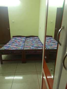1 BED SEMIFURNISHED ROOM SINGLE GENTS PALARIVATOM nr KALOOR