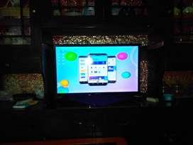 "TV LED POLYTRON 32"" keadaan NORMAL bergaransi beli baru tangan pertama"