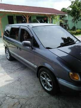 Mobil hyundai trajet 2002