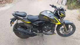 Urgent selling Apache RTR 200 4.0 RACE EDITION