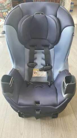 Kids car seat with ISOFiX mount support