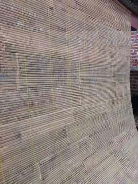 Tirai Bambu pelindung rumah. Dari panas Dan hujan