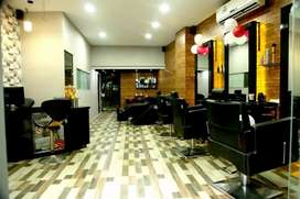 Female staff for beauty parlour