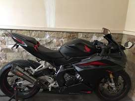For sale Honda CBR250rr matte black Bonus helm HJC kondisi siap pakai