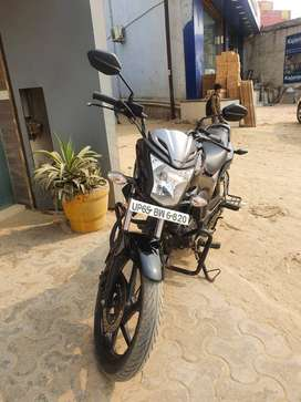 Very mildly used Honda CB Trigger (Dual disc brakes) in mint condition