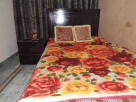 Single bed with 2 sidetables