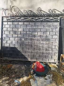 Gate available good condition