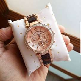 Branded Women's Watch At Discounted Price