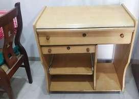 Cream / chestnut color Computer table