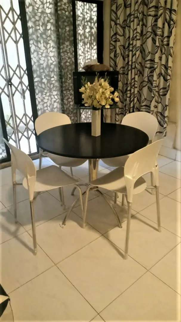 Perfect Table Sets for your Cafés, Restaurants, Coffee Shops and Homes