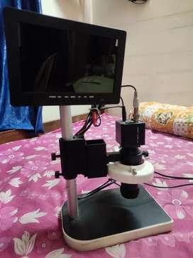 Digital display microscope for mobile repairing