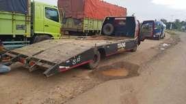 Truck towing long sasis