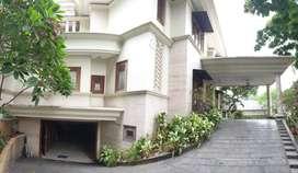 DISEWAKAN RUMAH DI PONDOK INDAH JAKARTA SELATAN-5BR/5BT/SWIMMING POOL
