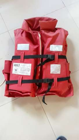 Life jacket for adults,suitable for high sea boating etc.